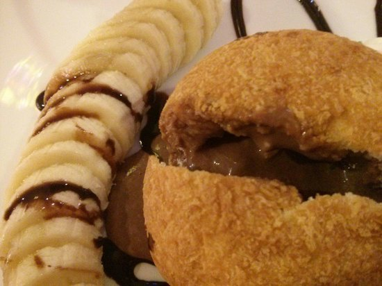 Ann Restaurant: Deep Fried ice cream with banana