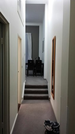 Oaks Goldsbrough Apartments: Passageway from the entrance. Room 858. 1 bedroom apt.