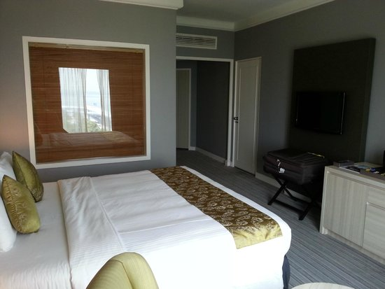 Thistle Johor Bahru: Room from the other end