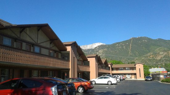 Americas Best Value Inn Villa Motel: View on a Pikes Peak and Manitou Incline