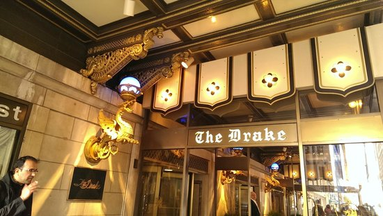 The Drake, A Hilton Hotel: Main entrance