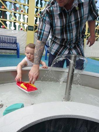 Children's Museum of Houston: Water works outside.