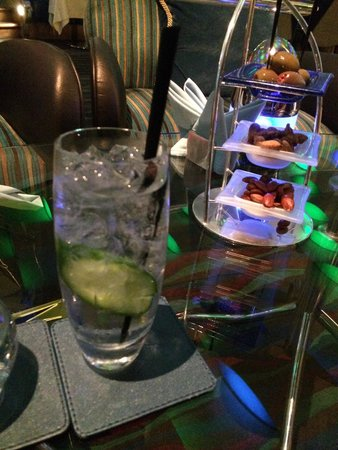 Skyview Bar : Gin and tonic.