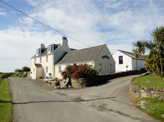 Gigha Hotel : Hotel from the road