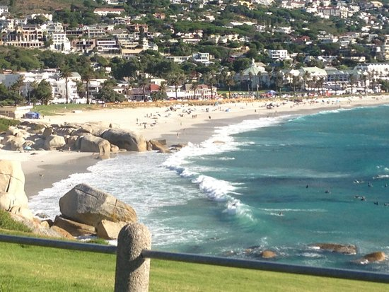 Camp's Bay Beach: View over camps bay