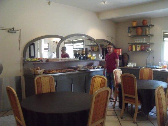 Inter-Hotel Arcole : Vue d'ensemble du p'tit-déj