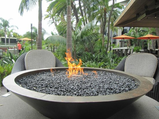 Marriott Marquis San Diego Marina: Fire Pits by Tequila Bar