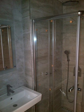 Amphi Apartments & Studios : bathrooms 2