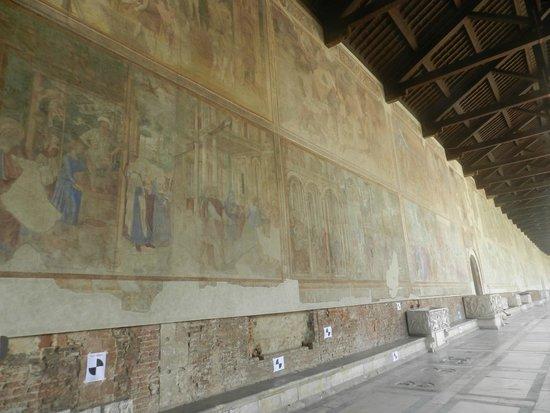 Le Camposanto (cimetière) : Galleria con affreschi del'300