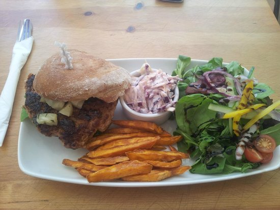Green Leaf Cafe Torquay: Moroccan turkey burger with sweet potato fries