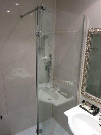 c-hotels Club: the bathroom