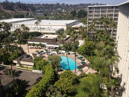 Town and Country Resort & Convention Center: Day view of the pool from the Towers room 1030