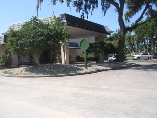 Quality Inn Ocala: Front office