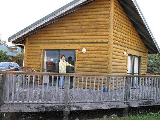 Shining Star Beachfront Accommodation: King beachfront chalet--quiet even with neighbors