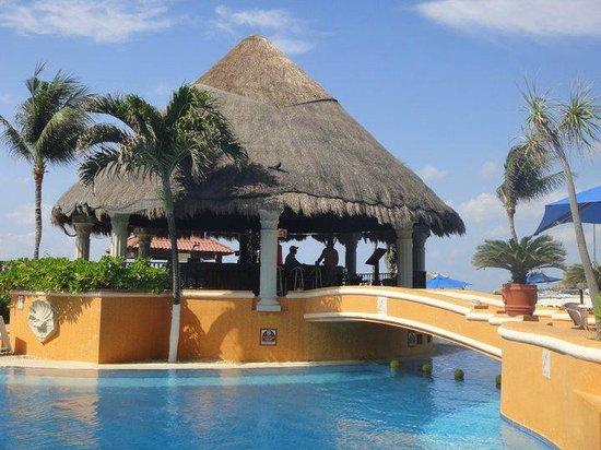 Gran Porto Resort and Spa: main pool bar area