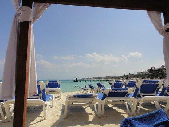 Gran Porto Resort and Spa: beach chair area