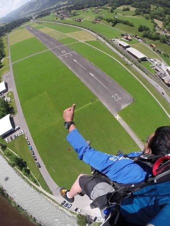 Skydive Switzerland - Scenic Air AG : landing preps~