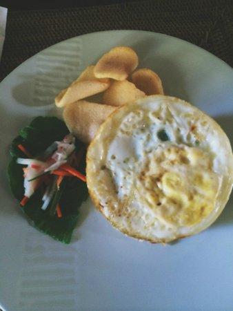 Villa Nirvana Bali: Nasi Goreng with egg on top