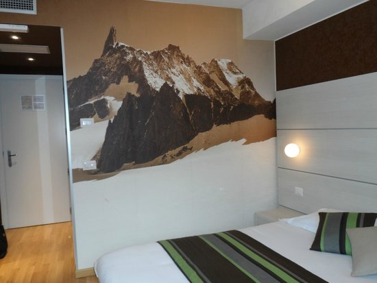 HB Aosta Hotel: Loved the mural in the room!