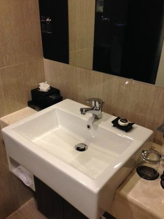 Hotel Neo Mangga Dua Square: sink
