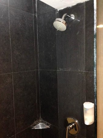 Hotel Neo Mangga Dua Square: shower