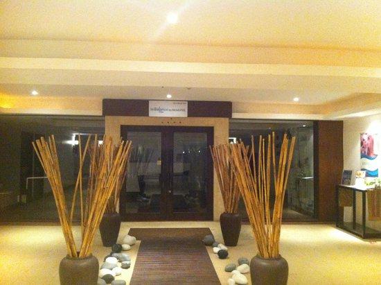 Novotel Hua Hin Cha Am Beach Resort and Spa : spa entrance