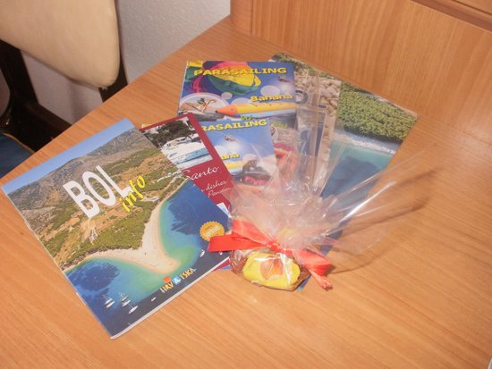 Guesthouse Sandra: Info material and  welcome sweets