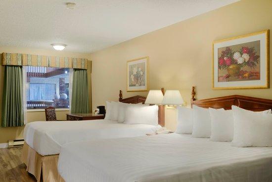 Days Inn Vernon: Guest Room 2 queen beds