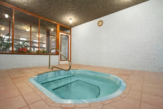 Days Inn Vernon: Hot Tub