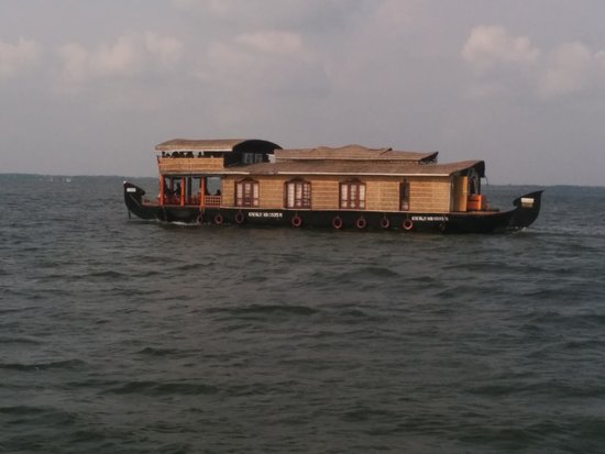 Linger, Palathra Heritage Mararikulam : Kattuvellam houseboat in Vembainadu lake