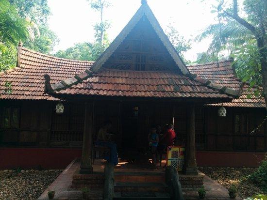 Linger, Palathra Heritage Mararikulam : Artistic Linger stay