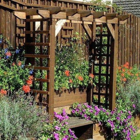 The Walnut Tree Inn: Garden