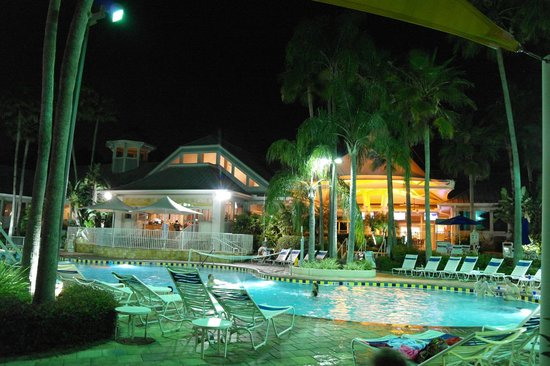 Marriott's Cypress Harbour Villas: Pool area in the evening