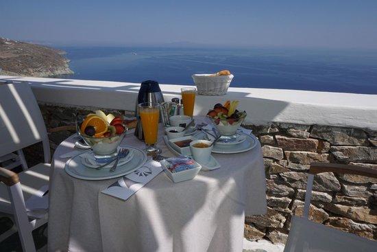 Anemomilos Apartments: Delicious breakfast, beautiful view