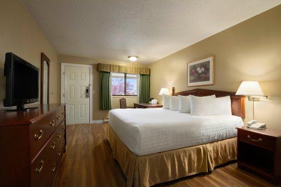 Days Inn Vernon: Guest Room King bed