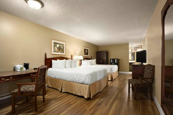 Days Inn Vernon : Guest Room with 2 queen beds