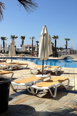 DIT Evrika Beach Club Hotel: Around the pool great news cant reserve sunbeds but plenty for all.