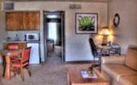 Ramada Mesa Phoenix East Area : King Suite