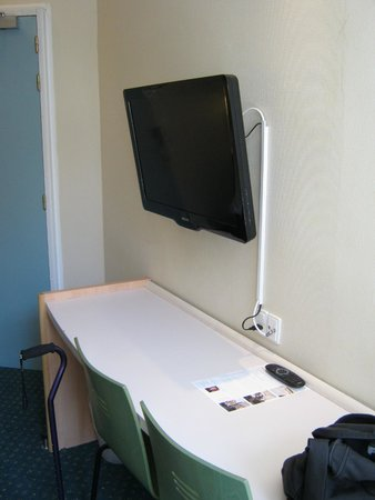 Copenhagen Star Hotel : Good TV that also plays .mp4 files on a USB Stick