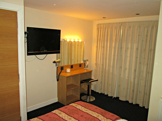 Burbage Holiday Lodge: Dressing area in double bedroom