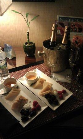 Kimpton Hotel Monaco Denver: Treats in the room!