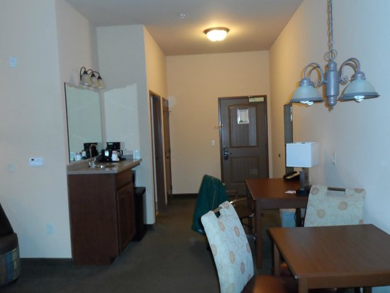 WINGATE by Wyndham: view of entrance to room