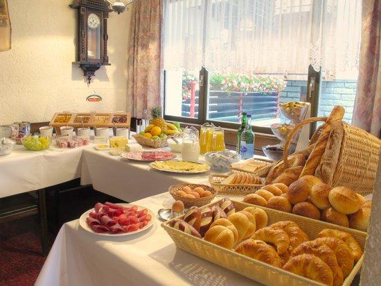 Hotel Mattmarkblick : Reichhaltiges Frühstücksbüffet