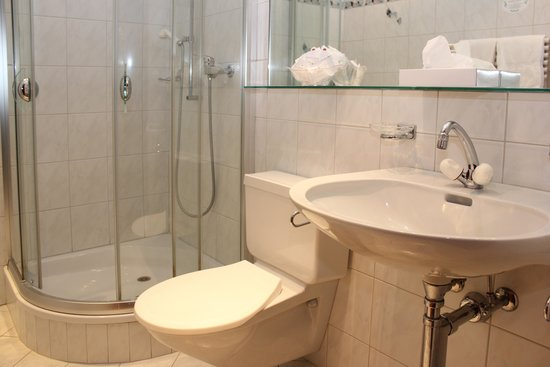 Hotel Mattmarkblick : Moderne Badezimmer