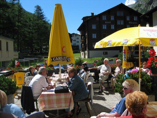 Hotel Mattmarkblick: Grosse Sonnenterrasse vom Mattmarkblick