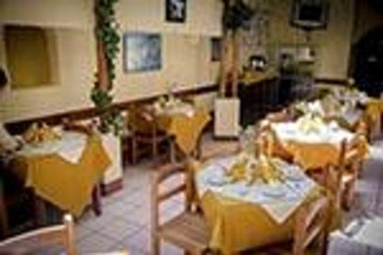 Amanecer En El Sol Hotel: Comedor.