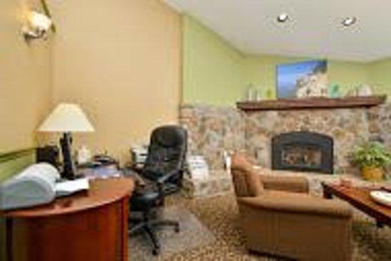 BEST WESTERN Acadia Park Inn: Lobby Business Center and Fireplace