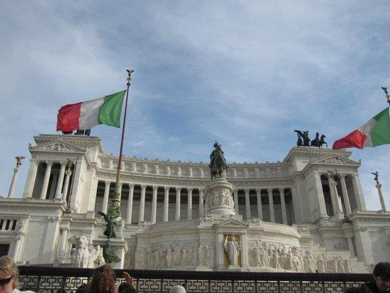 Guest House Maison Colosseo: площадь Венеции