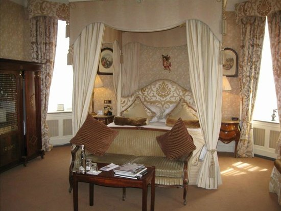 Fitzpatrick Castle Hotel Dublin: part of the bedroom for #103