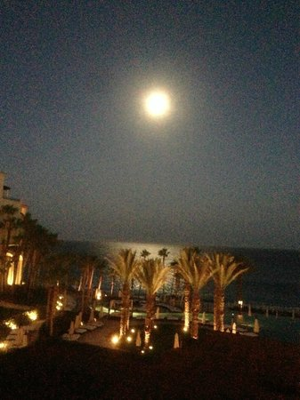 Hilton Los Cabos Beach & Golf Resort: Full moon from the Hilton